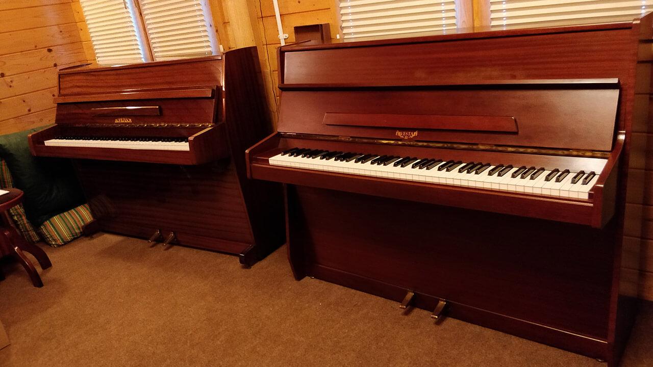 Pianos March 2019